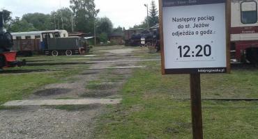 Stoi na stacji lokomotywa – w Rogowie