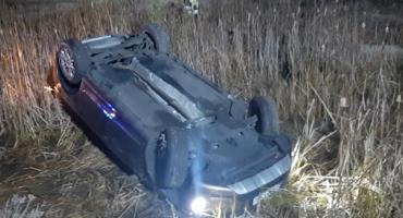 Auto dachowało w stawie w miejscowości Kurabka