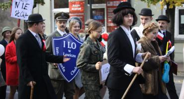 Niepodległościowy happening w Łowiczu (ZDJĘCIA, VIDEO)