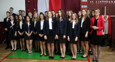 Ślubowanie klas pierwszych i patriotyczna akademia w I LO w Łowiczu (ZDJĘCIA, VIDEO)