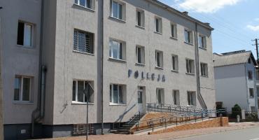 Młodzi mężczyźni okradli rowerzystkę w Domaniewicach. Usłyszeli zarzuty