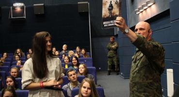 Młodzież z I LO w Łowiczu na spotkaniu o weteranach wojennych (ZDJĘCIA, VIDEO)
