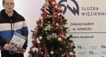 Funkcjonariusze i osadzeni w ZK Łowicz pomagają choremu Kubie Chrabańskiemu