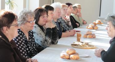 W Boczkach Chełmońskich seniorzy spotkali się przy pączku
