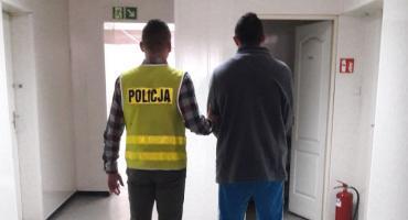 37-letni wandal z Łowicza w rękach policji. Obrzucił budynek butelkami z łatwopalną cieczą