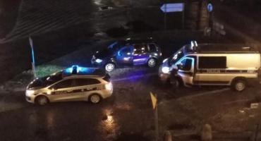 Nocny pościg za pijanym kierowcą w Łowiczu. Gdy uciekał, spowodował kolizję drogową (VIDEO)