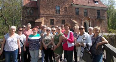 Słuchacze Łowickiego Uniwersytetu Trzeciego Wieku na wycieczce w Oporowie i Uniejowie