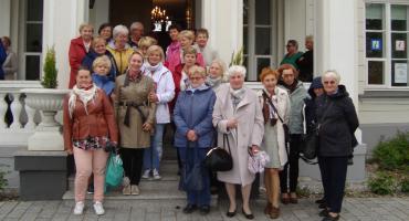 Słuchacze Łowickiego Uniwersytetu Trzeciego Wieku na wycieczce w Kiernozi i Sannikach