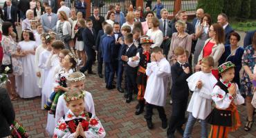Przyjmują Chrystusa do serca - Pierwsza Komunia Święta w parafii Chrystusa Dobrego Pasterza w Łowiczu