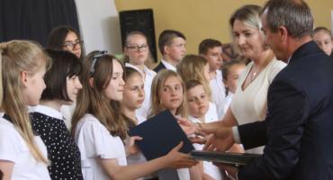 Wręczono stypendia dla najzdolniejszych uczniów z gminy Łowicz (DUŻO ZDJĘĆ, VIDEO)