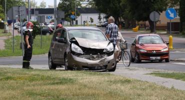 Kolizja drogowa w Łowiczu. Przy Medyku zderzyły się dwa auta