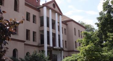 Trwa rozbiórka budynku po Mazowieckiej Wyższej Szkole Humanistyczno-Pedagogicznej w Łowiczu (ZDJĘCIA, VIDEO)