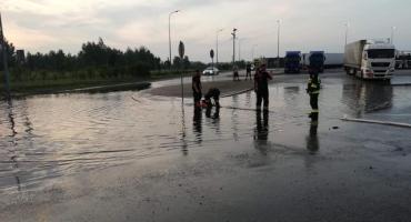 Ulewa nad Łowiczem i okolicami. Zalane piwnice i MOP-y na autostradzie A2