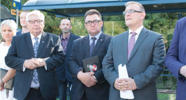 Powiat Łowicki: Konferencja na temat nowych linii autobusowych i dobre informacje o dofinansowaniu remontów dróg