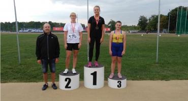Dwa złote medale lekkoatletek UKS Jedynka Łowicz na międzywojewódzkich mistrzostwach młodzików
