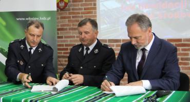 Jednostki OSP z powiatu łowickiego podpisały umowy na zakup sprzętu (ZDJĘCIA, VIDEO)
