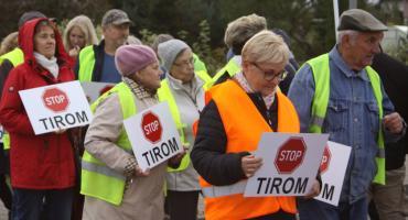 Mieszkańcy blokują drogę krajową nr 70 w Łowiczu. Protestują przeciwko tirom (ZDJĘCIA, VIDEO)