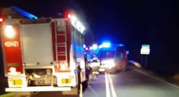 Groźny wypadek w Arkadii koło Łowicza! Dachowanie na drodze krajowej.