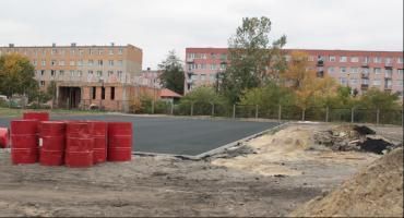 Trwa budowa boiska wielofunkcyjnego przy II LO w Łowiczu