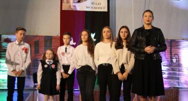 """Powiatowy konkurs piosenki """"A mury runą – 30 lat wolności"""" w Łowiczu"""