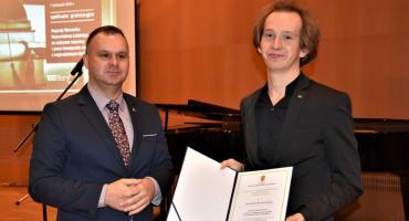 Dominik Domińczak nagrodzony przez władze województwa łódzkiego za pracę magisterską