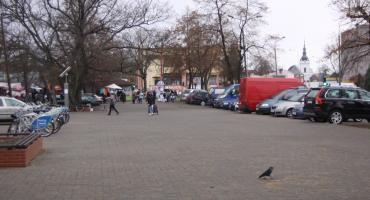 """Koniec z handlem na """"kostce"""" przy miejskim targowisku w Łowiczu"""