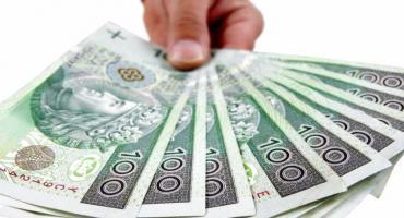Pożyczka na raty lepsza od kredytu?