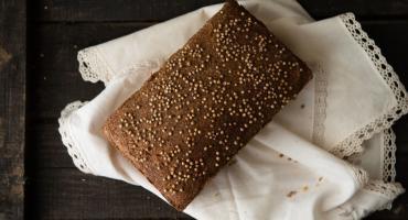 Przepis na sycący, domowy chleb konopny na zakwasie, wzbogacony ziarnami konopi