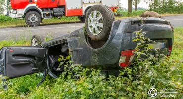 Wypadek koło Nowoszyc - dachowało auto