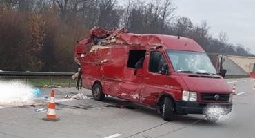 Makabryczny wypadek na autostradzie A4. Ludzie wypadali na jezdnię.