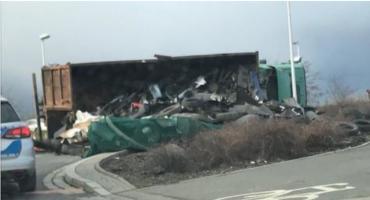 Na Granicznej przewróciła się ciężarówka