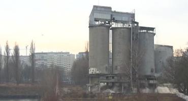 Widowiskowe wyburzenie czterech silosów we Wrocławiu. Najwyższy miał 38 metrów
