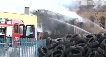 Pożar składowiska opon w Lubaniu. Z ogniem walczyło kilkudziesięciu strażaków