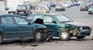 47 wypadków drogowych na 60 minut, a to nie jedyne problemy kierowców. Porównywarka ubezpieczeń IZI.