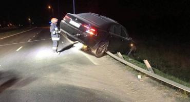 Pijany Kierowca bmw skończył jazdę na barierkach