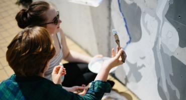 Nowy mural na Jagodnie. Upamiętni wybitnego muzyka i upiększy przestrzeń osiedla