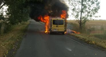 Pod Oławą spłonął dostawczy bus