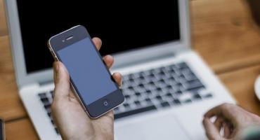 Cegła zamiast telefonu? Wyjątkowa okazja w Internecie? Podejrzana faktura za prąd? Uważaj na oszustów!
