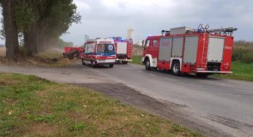 Tragiczny wypadek w Strzelinie. Nie żyje kierowca auta które uderzyło w drzewo.