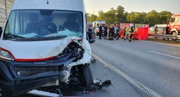 Tragedia na A4. W zderzeniu trzech aut śmierć poniosła jedna osoba.