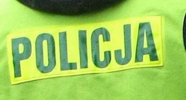 Policjanci zauważyli stojący na środku jezdni samochód. Za jego kierownicą spał pijany 45-latek