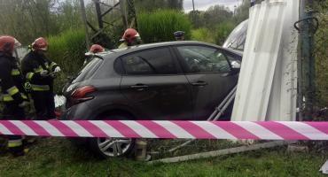 Starszy mężczyzna zasłabł za kierownicą. Życie uratował mu strażak.