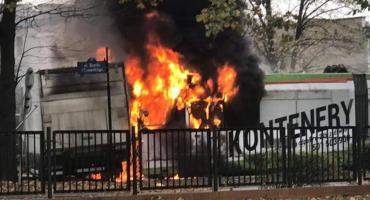 Zderzenie ciężarówki z tramwajem. Oba pojazdy spłonęły. (video)