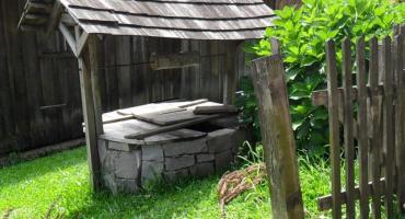 Makabryczne odkrycie w Bardzicach. W studni znaleziono zwłoki