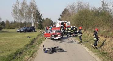 Wypadek z udziałem motocykla i samochodu osobowego. Dwie osoby trafiły do szpitala [FOTO]