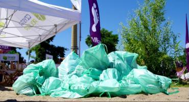 Sprzątanie bulwarów wiślanych. Finał projektu Barefoot Projekt Czysta Plaża