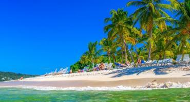 Miały być wakacje na Dominikanie. Po dwóch dniach czekania na lotnisku wrócili do domów