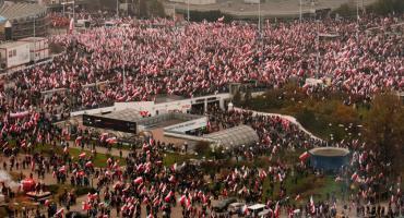 Ponad 200 tys. osób na Marszu Niepodległości [ZDJĘCIA]