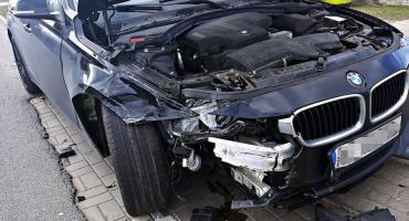 Wymuszenie pierwszeństwa. Zderzenie mercedesa z BMW  [ZDJĘCIA]