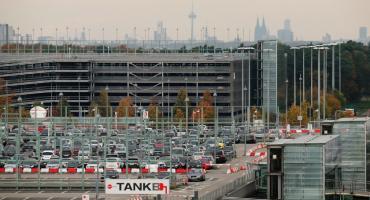 Parking przy lotnisku - sprawdzone i ekonomiczne rozwiązanie